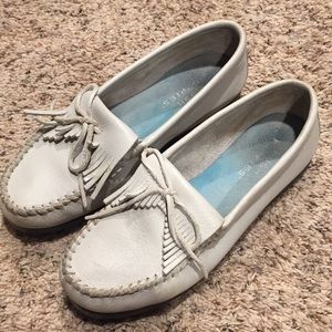 Hush puppies white leather moccasin